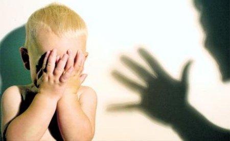"""""""Muchas personas que defienden los cachetes dicen que no están traumatizados por ellos"""". Entrevista al psicólogo Ramón Soler"""