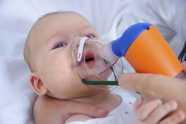 Investigan una nueva vacuna para las embarazadas que disminuya el riesgo de bronquiolitis en el bebé