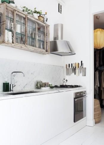 Contraste shabby y moderno en la cocina