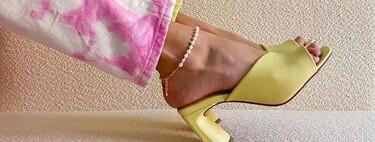 Las siete sandalias mule noventeras de Zara, Asos y Bershka que van a poner el toque de color a tus looks esta primavera