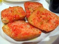 Para desayunar: pan y tomate por ley
