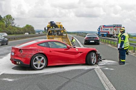 Dolorpasión™: un Ferrari F12 Berlinetta sin mucho morro