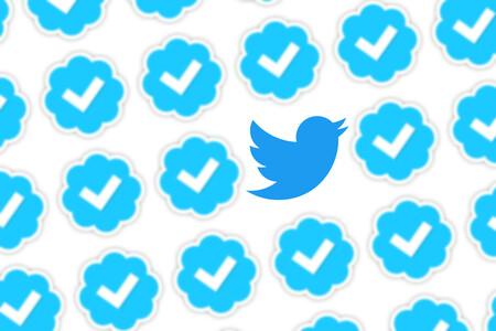Twitter relanza la verificación de perfiles: así puedes solicitar, si cumples los requisitos, ser verificado con la insignia azul