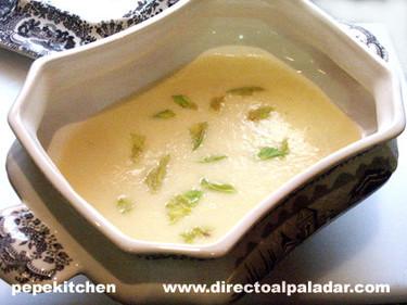 Sopa de apio cremosa con vino blanco. Receta