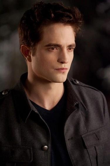 Robert Pattinson se arrima a todo lo que puede,¡y bien que hace!
