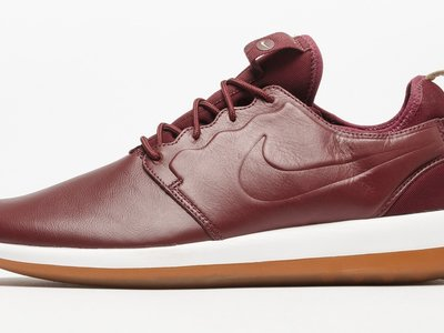 "Más ""premium"" en rojo burdeos: zapatillas Nike Roshe Two Leather 2017"