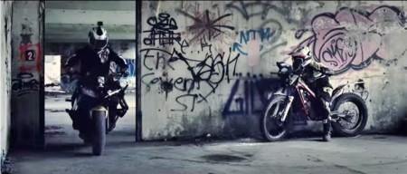 Paintball sobre motocicleta: así promociona Cardo su Scala Rider Packtalk