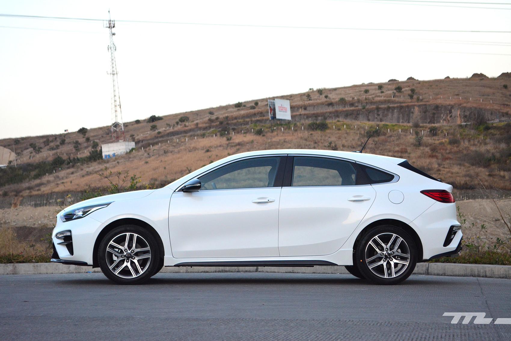 Foto de KIA Forte GT Hatchback (prueba) (7/23)