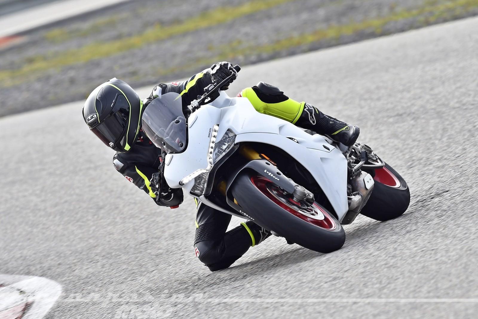 Foto de Ducati Supersport S (11/32)