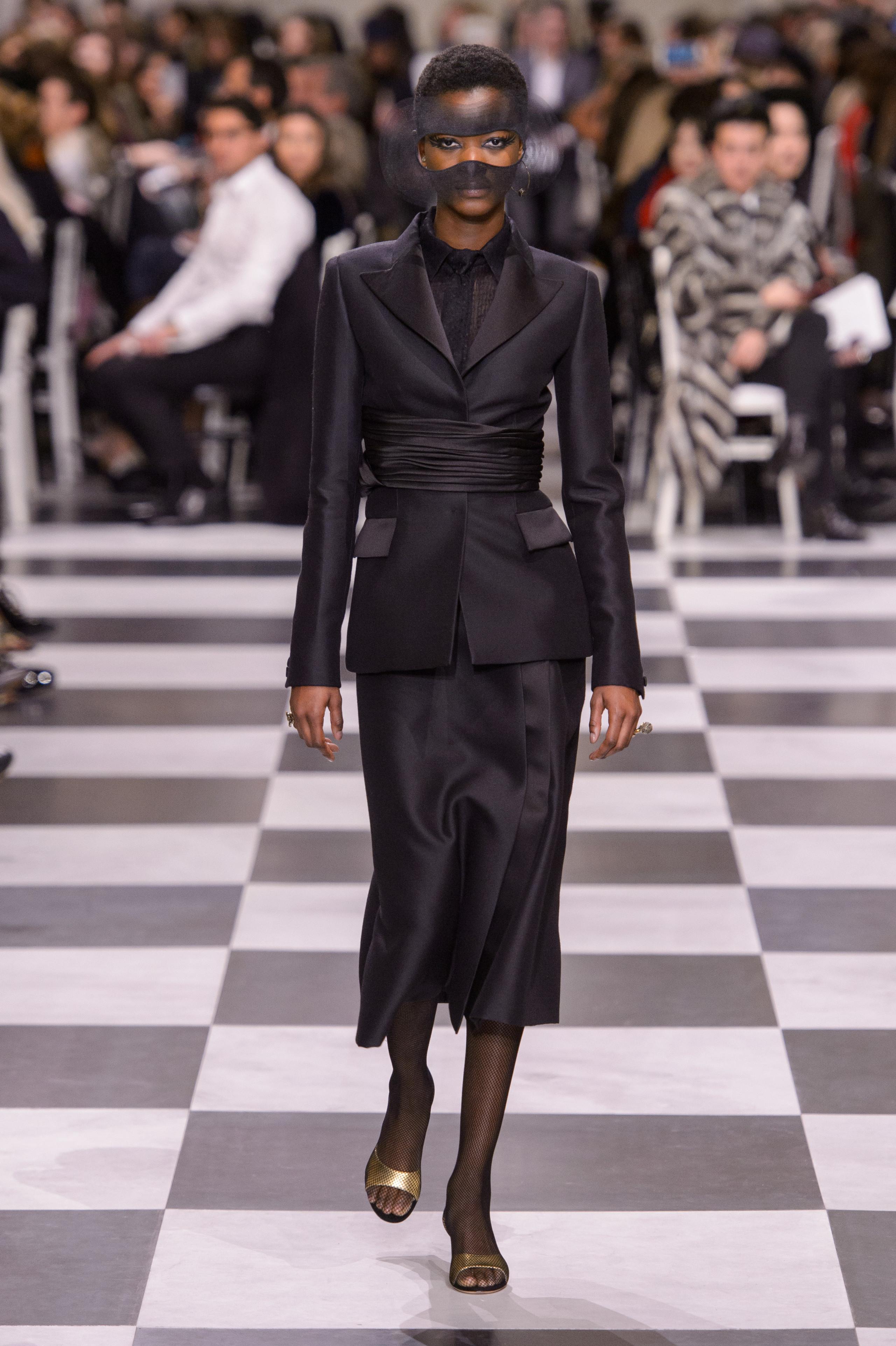Foto de Dior Alta Costura: Maria Grazia Chiuri y su mágico desfile en blanco y negro Primavera-Verano 2018 (21/74)
