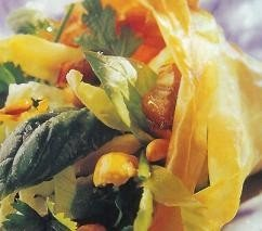 Cucurucho de ensalada con frutos secos