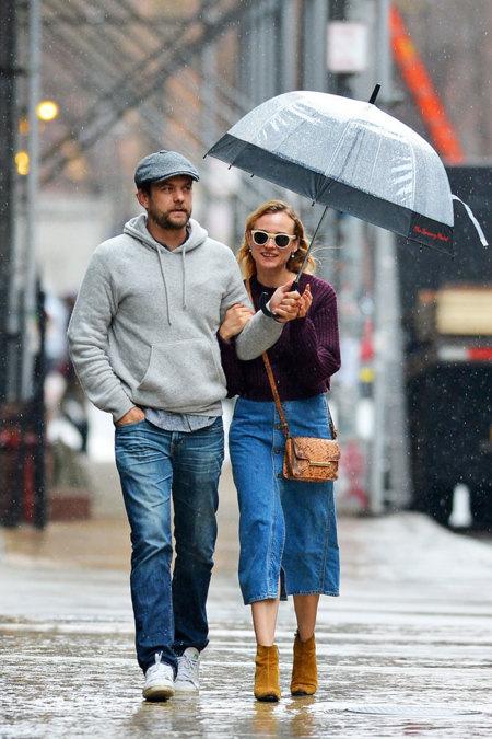¡Solo faltaba Diane Kruger! Ahora sí, la falda vaquera con botones es la prenda del momento