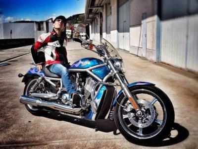 Fito Cabrales regala su Harley-Davidson, por una gran causa solidaria