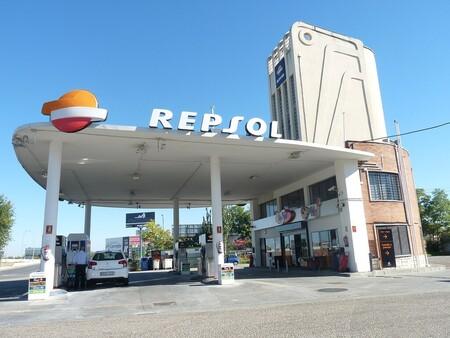 2020, el año en el que el petróleo se desangró: en España no se echaba tan poca gasolina desde 1973