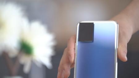 Vivo Smartphone Cambia Color Trasera Azul Gris