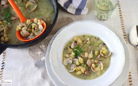 Receta de pochas con almejas, el delicado plato con legumbres frescas de temporada