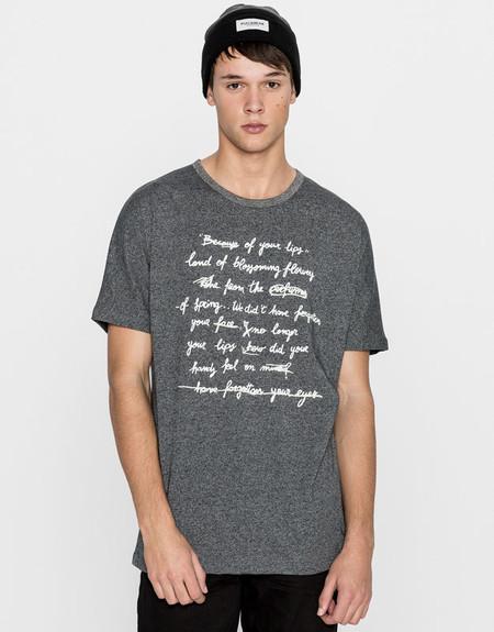 Tipografia Millennial Zara Tendencia Ropa Estampado