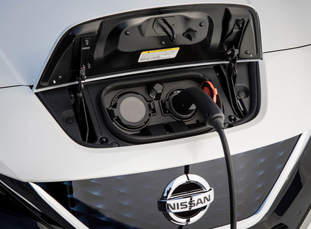 el nissan leaf e plus 2019 con bater a de 60 kwh y 320 km de autonom a real est al caer. Black Bedroom Furniture Sets. Home Design Ideas