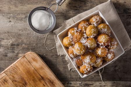 Los once dulces más típicos de Todos los Santos  (y por qué comemos en España tantos buñuelos y panellets)