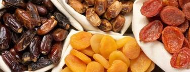 Las calorías y el contenido de azúcar de diferentes frutas deshidratadas