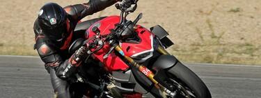 Probamos la Ducati Streetfighter V4 S: una desbordante moto naked de 208 CV que emociona en carretera y circuito