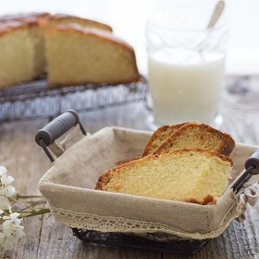 Bizcocho de claras y vainilla: receta para aprovechar claras sobrantes y obtener un delicioso desayuno