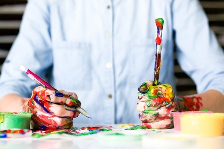 Siete ilustradores de moda masculina que le sumarán color y arte a tu feed de Instagram