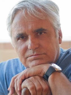 Juan Cruz ganador del Premio Comillas con 'Egos revueltos'