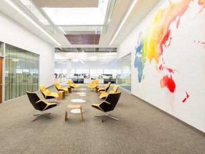 Oficinas de Hawaian Airlines, equilibrio entre sobriedad y colorido