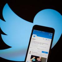 La aplicación de Twitter tendría un 'modo noche'