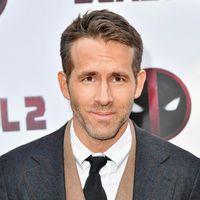 Ryan Reynolds repite fórmula en su look con chaleco para la premiere de 'Deadpool' en Nueva York