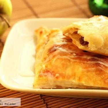 Hojaldres de manzana y uva pasa. Receta de desayuno o postre navideño