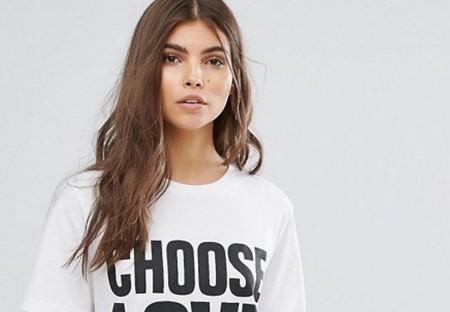 Asos une moda y solidaridad en una camiseta que elige el amor sobre todas las cosas