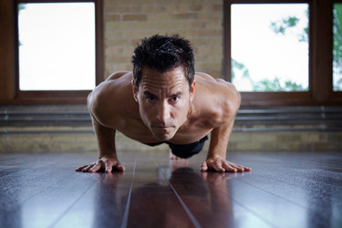 Cinco posturas de yoga para tonificar tu abdomen