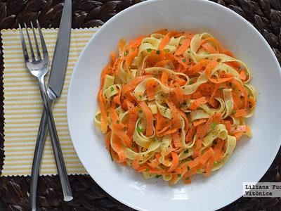 Tallarines bicolor de pasta y zanahoria. Receta saludable