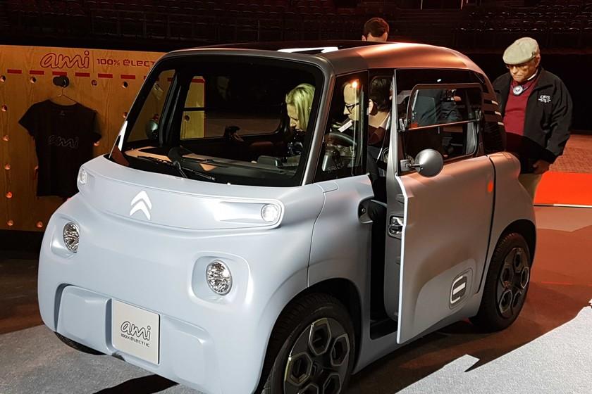 Un coche 100% eléctrico por 6.900 euros, a la venta en internet y que no requiere carné de conducir