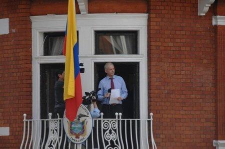 Ecuador solicita un salvoconducto para trasladar a Assange a un hospital sin perder su condición de refugiado