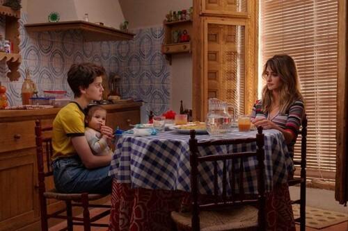 Tráiler de 'Madres paralelas': Penélope Cruz y Milena Smith desafían la idea de la maternidad en lo nuevo de Pedro Almodóvar