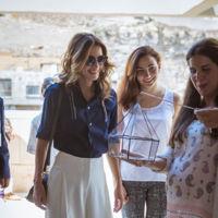 Lección de estilo de la reina Rania de Jordania durante los preparativos de la Design Week de Amán