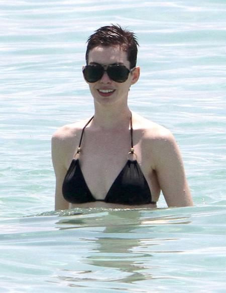 Anne Hathaway playa