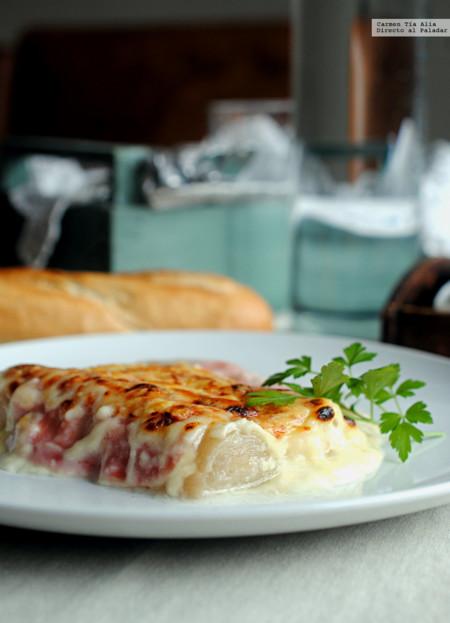 Gratinado de puerros con jamón y queso. Receta fácil y rápida