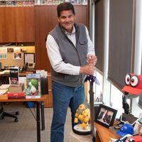 Internet se sale con la suya: 23.000 fans (y sus firmas) le consiguen a Reggie Fils-Aime una nueva silla de trabajo
