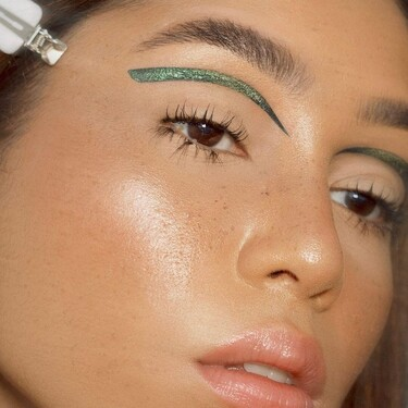 Una línea en mitad del párpado, la variante del eyeliner que te ayudará a cambiar de look aunque lleves mascarilla