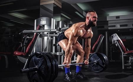 Guía completa para mejorar en peso muerto: cómo entrenar para conseguir un mejor levantamiento