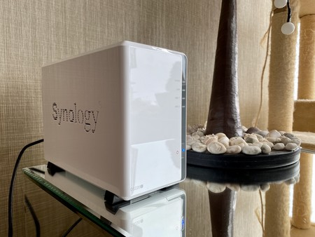 """Synology DS220j, análisis: un NAS para tener tu propio """"Netflix"""" y hasta una nube privada para no depender de Google o Dropbox"""