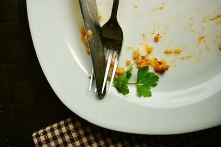 Estos son los factores que te indican cuando dejar de ingerir alimentos en una comida