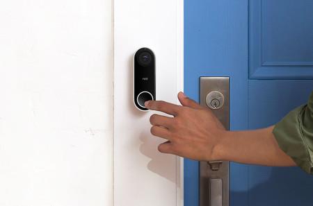 Nest Hello busca resolver el dilema de saber quién toca la puerta gracias a su detección de personas y rostros