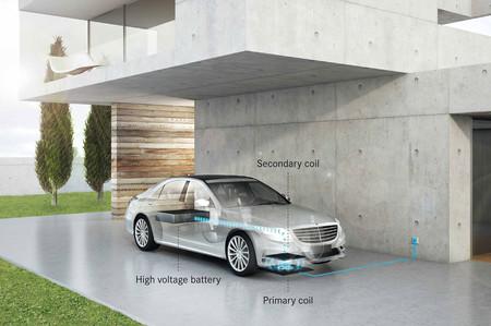 Otro más a la lista, el Mercedes Clase S será el primer Plug-in Hybrid comercial con recarga inalámbrica
