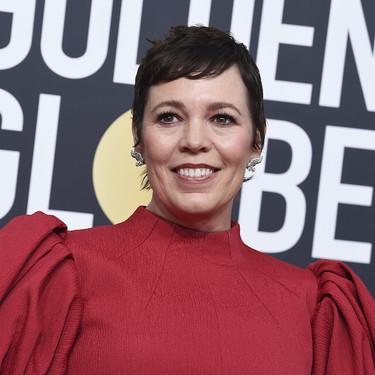 Olivia Colman apuesta por el siempre favorecedor rojo y los volúmenes en la manga para acertar en los Globos de Oro 2020