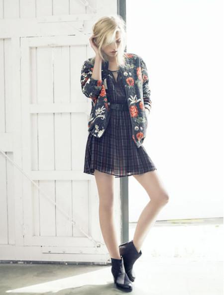 Claves de moda para ir de shopping: la chaqueta de flores que te enamorará